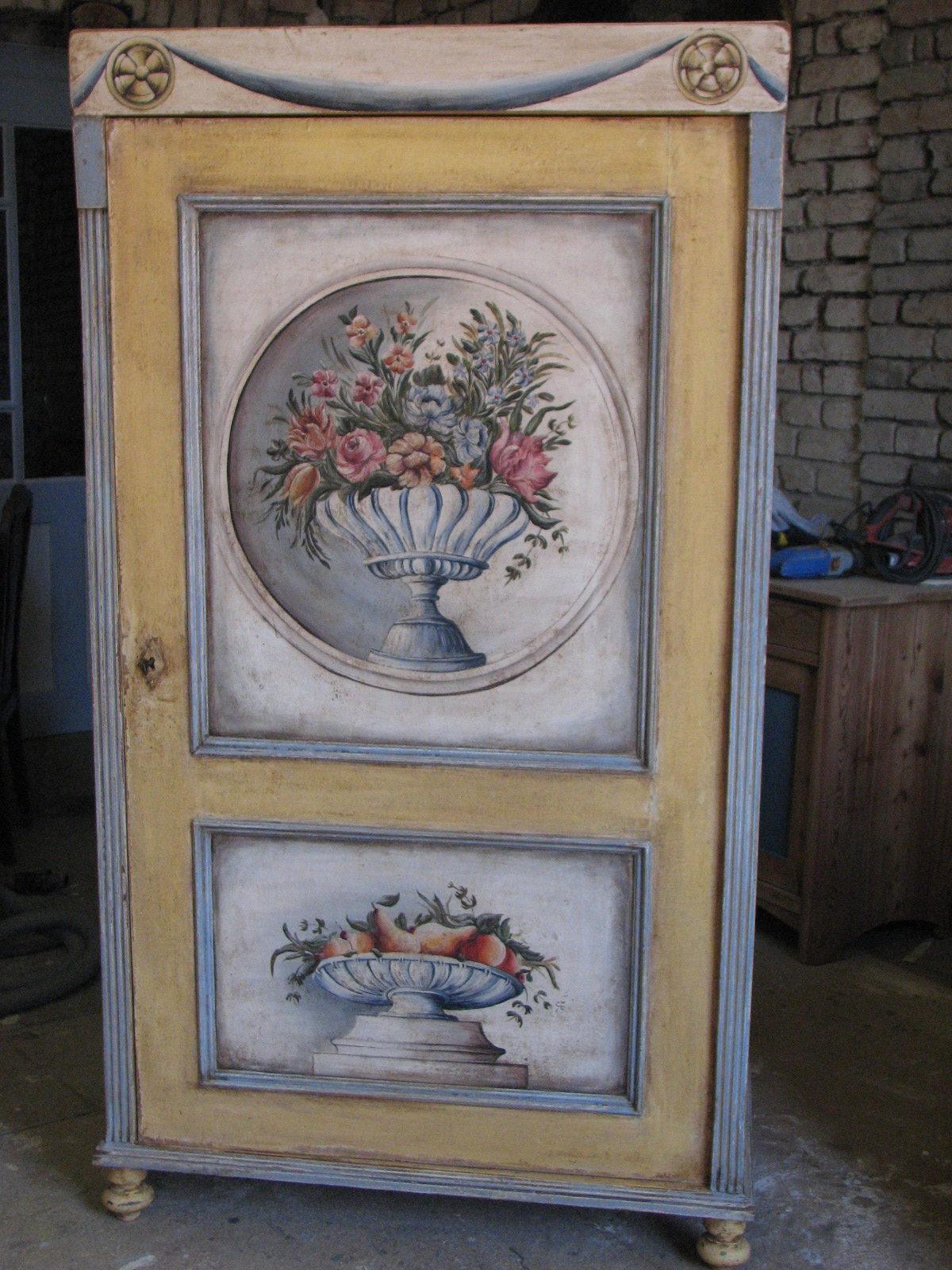 Malovaná jednodveřová skříň modro-žlutá s ovocem a květinami