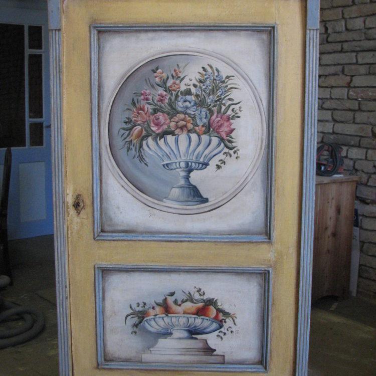 Malovaná jednodveřová skříň modro-žlutá s ovocem a květinami 2