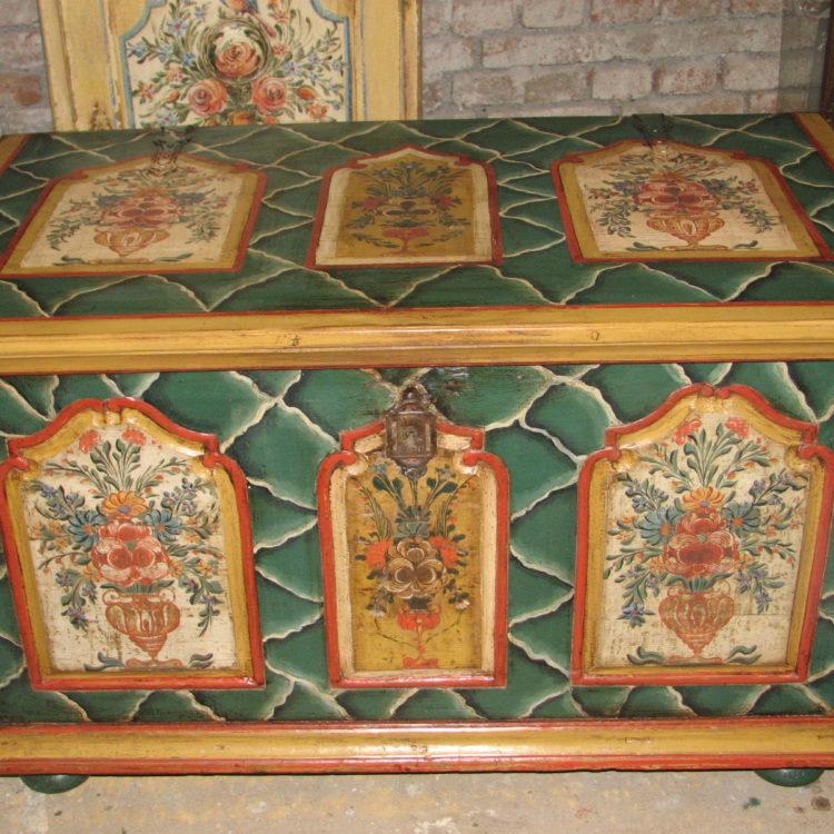 Malovaná truhla s podkrkonošským vzorem