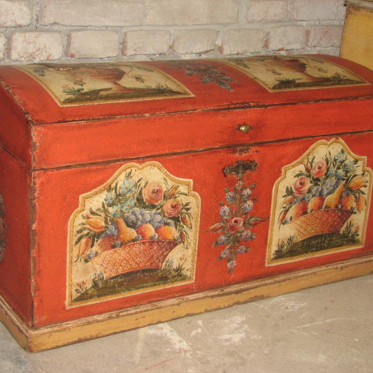 Selská malovaná truhla červená s motivem mísy s ovocem 2