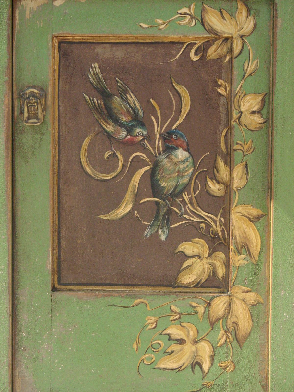 Malovaný noční stolek zelený s motivem vinné révy detail