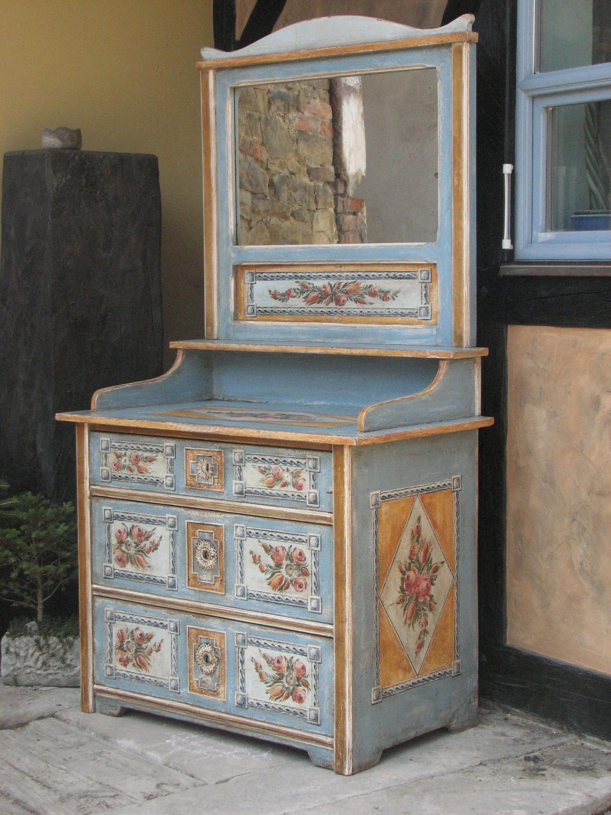 Selský malovaný toaletní stolek světle modrý