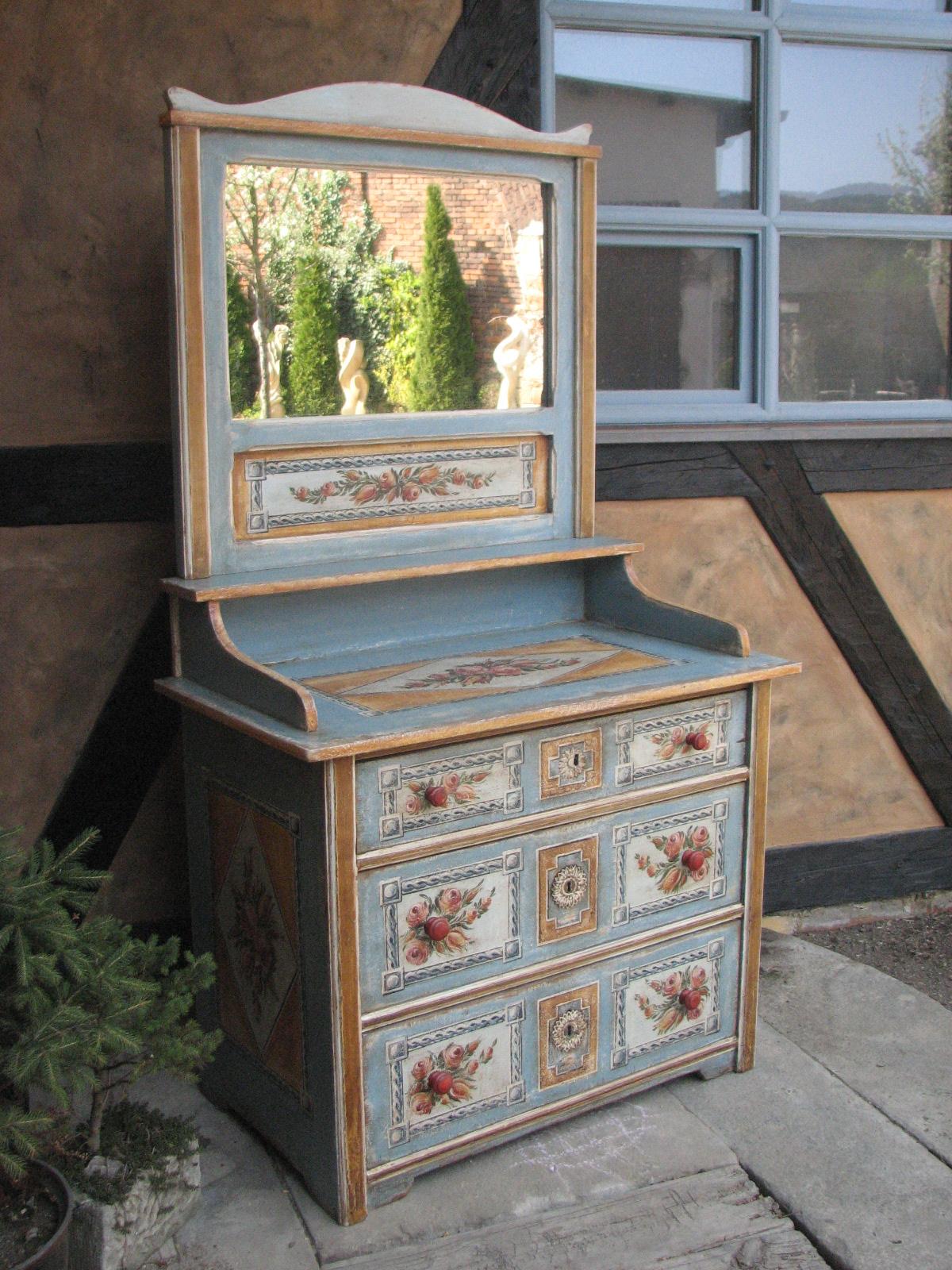 Selský malovaný toaletní stolek světle modrý 3