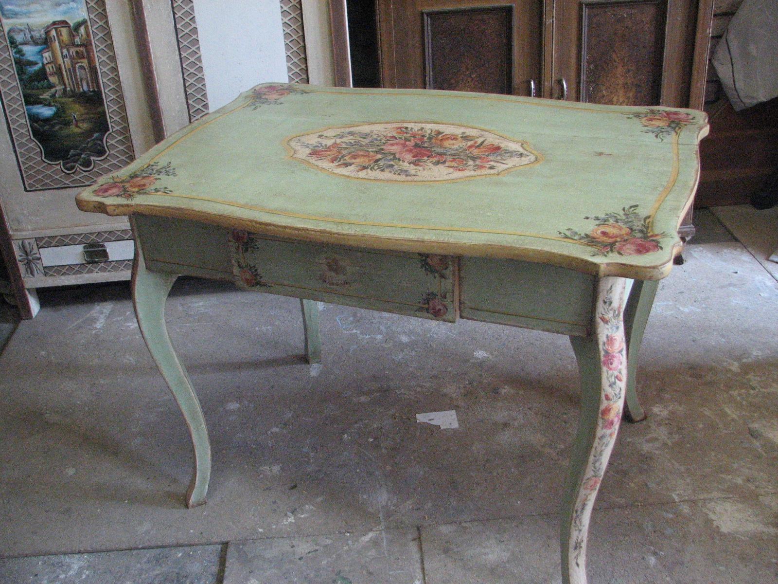 Romantický ozdobný malovaný stůl v italském stylu 3