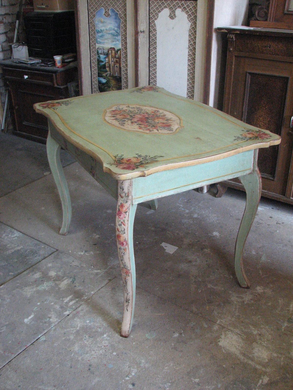Romantický ozdobný malovaný stůl v italském stylu 5