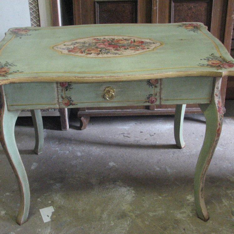 Romantický ozdobný malovaný stůl v italském stylu 2