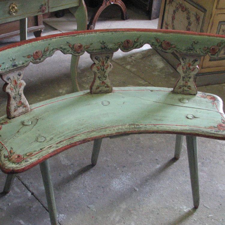 Malovaná starožitná jídelní lavice zelená s květinami