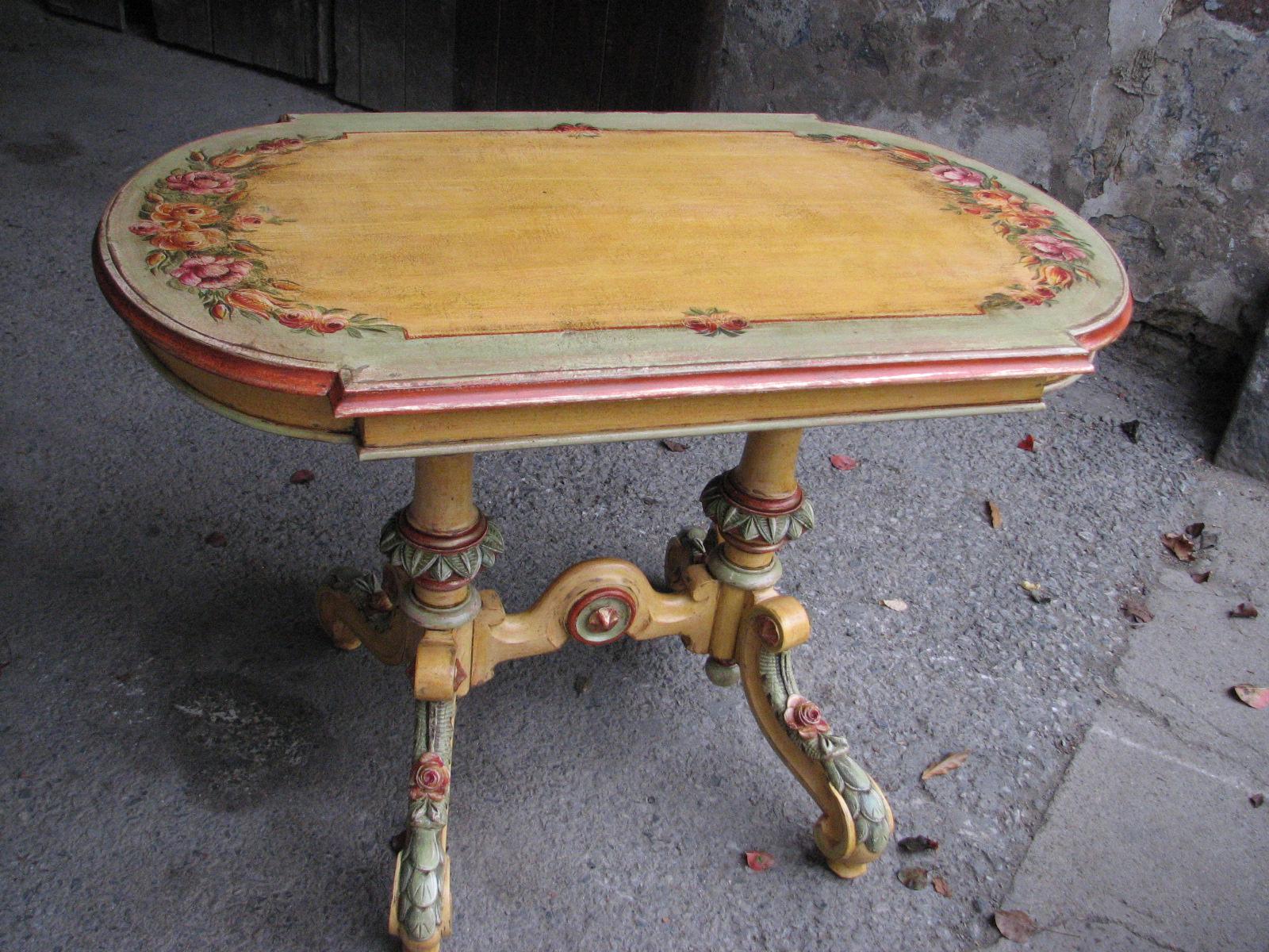 Malovaný stůl v italském stylu s květinami 3