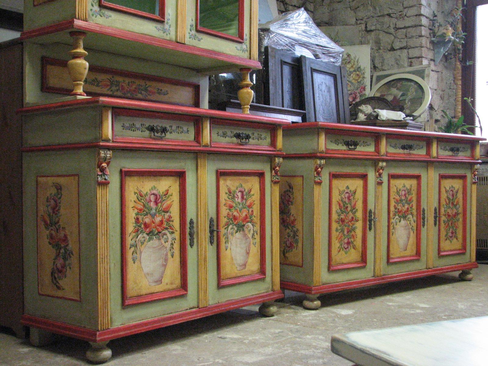 Malovaná dvířková komoda se třemi zásuvkami světle zelená 3