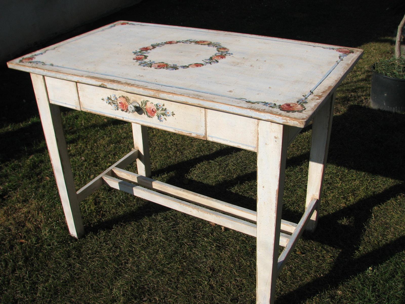 Bílý malovaný stůl a židle - nábytkový komplet 2