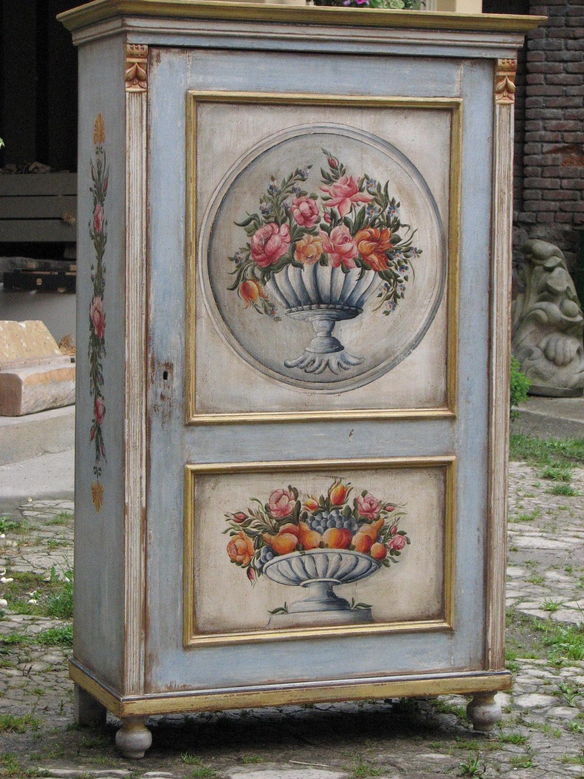 Malovaná selská modro-zlatá skříň s květinovým dekorem 4