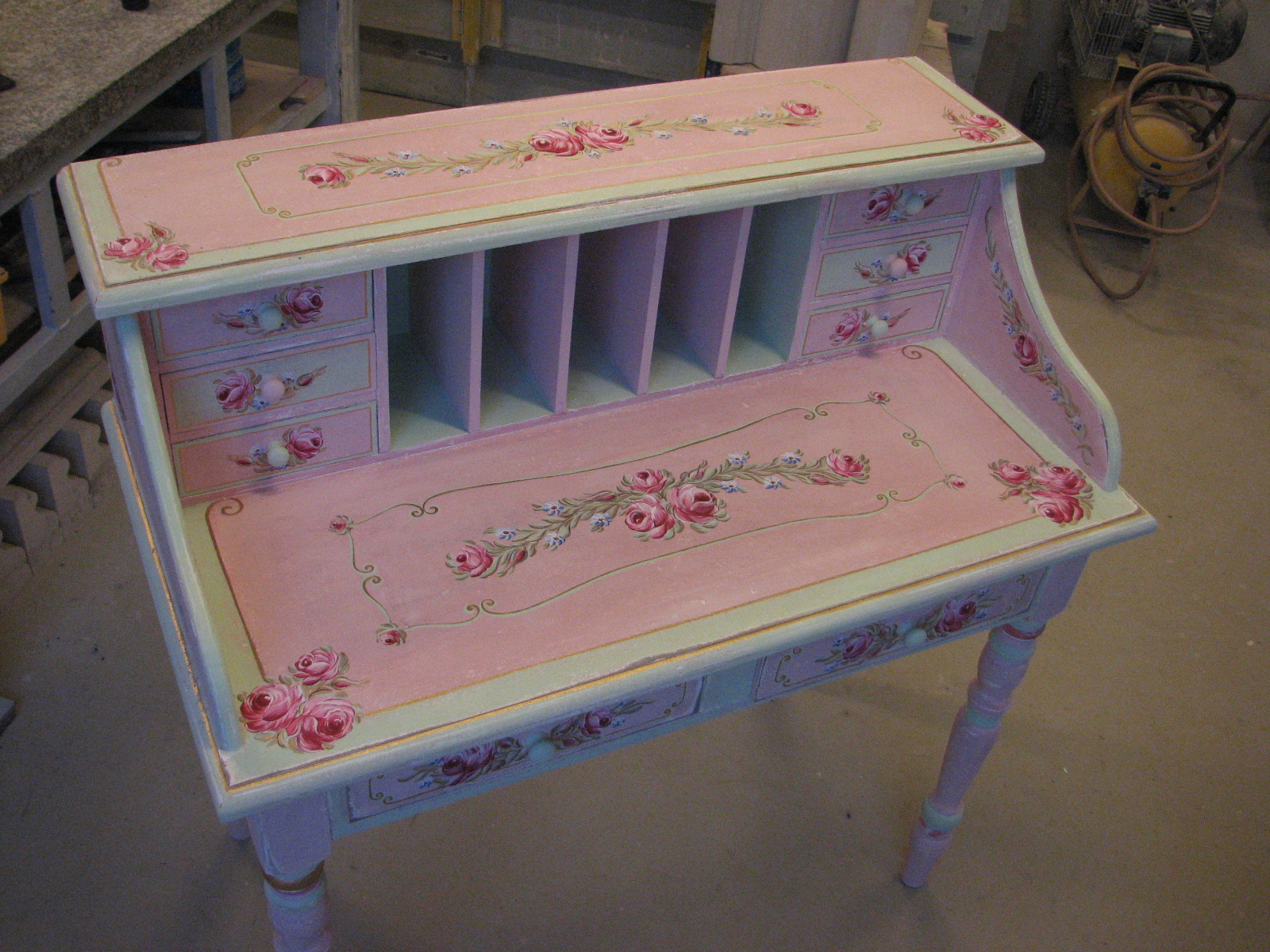 Romantický psací stůl růžový s motivy růže a pomněnek 5