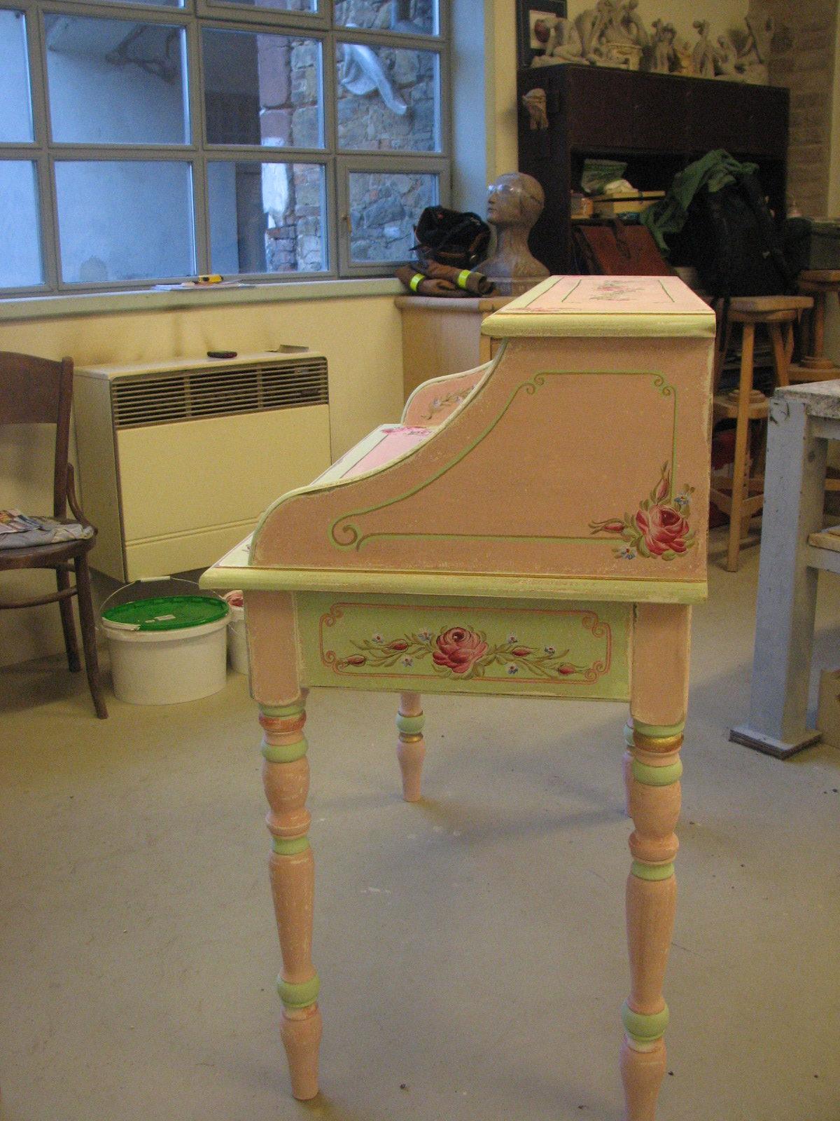 Romantický psací stůl růžový s motivy růže a pomněnek 6