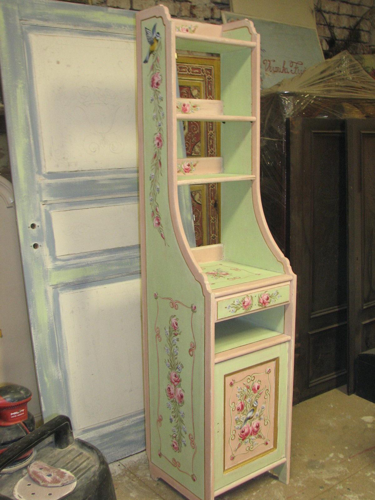 Romantická zelenorůžová malovaná skříňka s nástavcem s růžemi 2