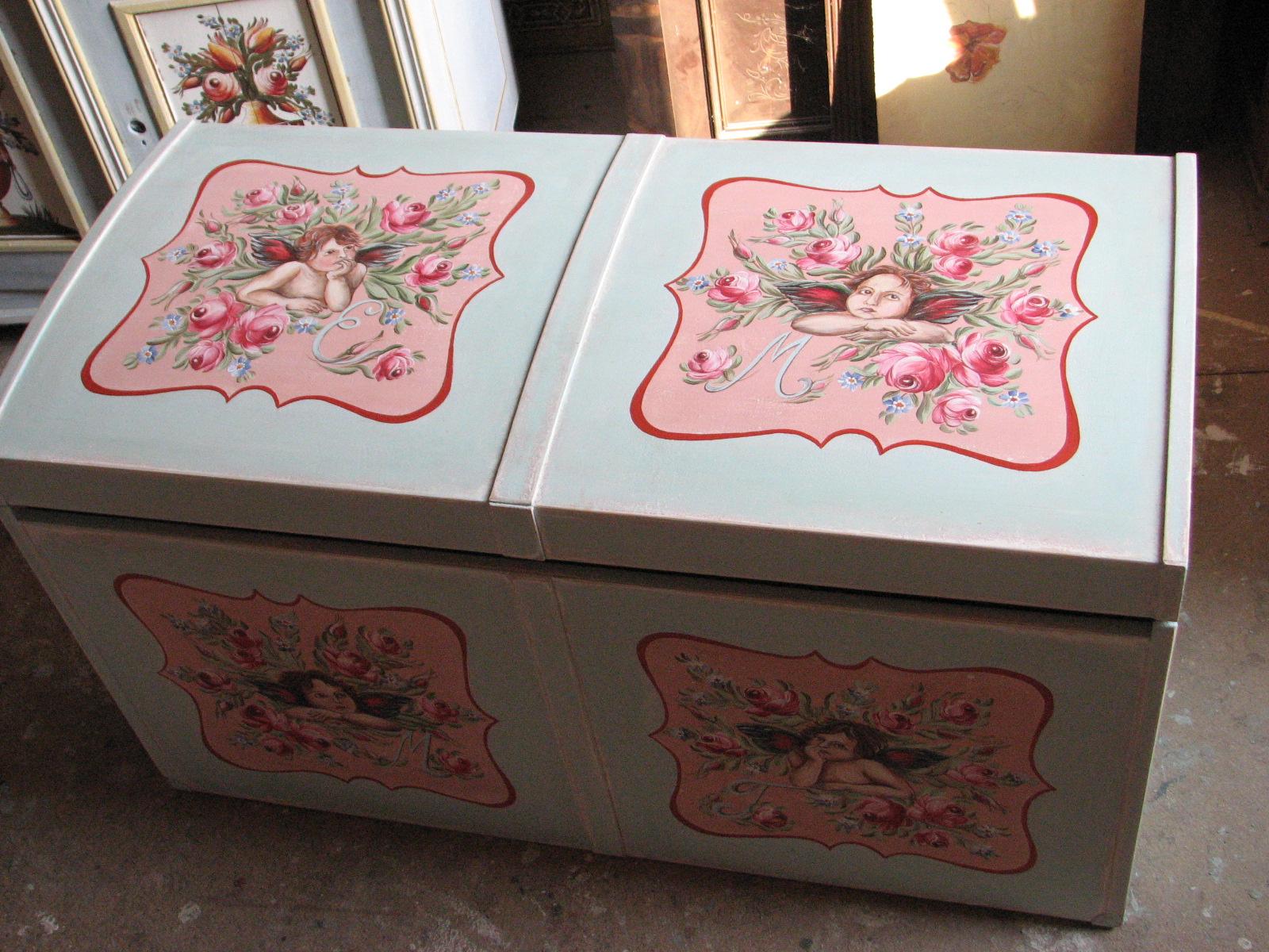 Malovaná truhla s andílky a růžemi 4
