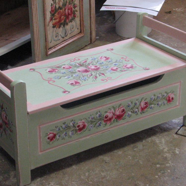 Pastelová zelená malovaná lavice s úložným prostorem 2