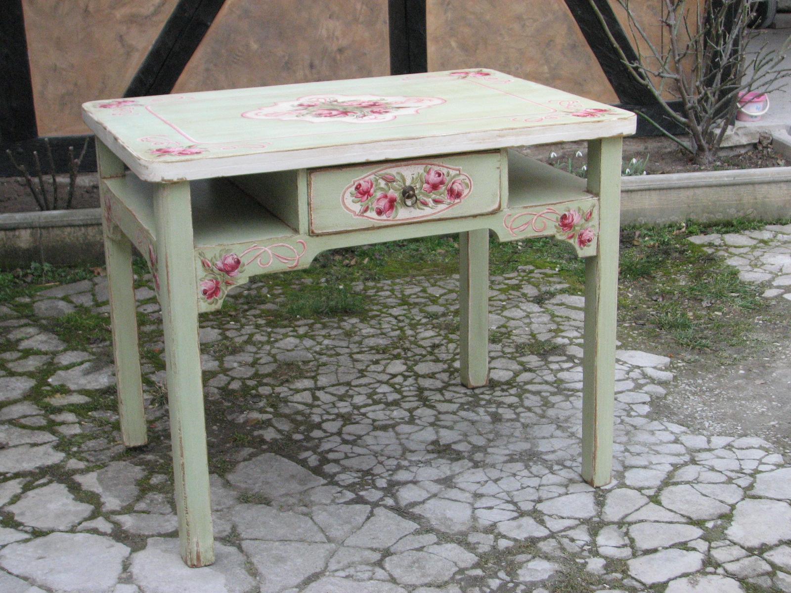 Malovaný selský jídelní stůl se židlí v romantické zelené barvě s motivem růží 2