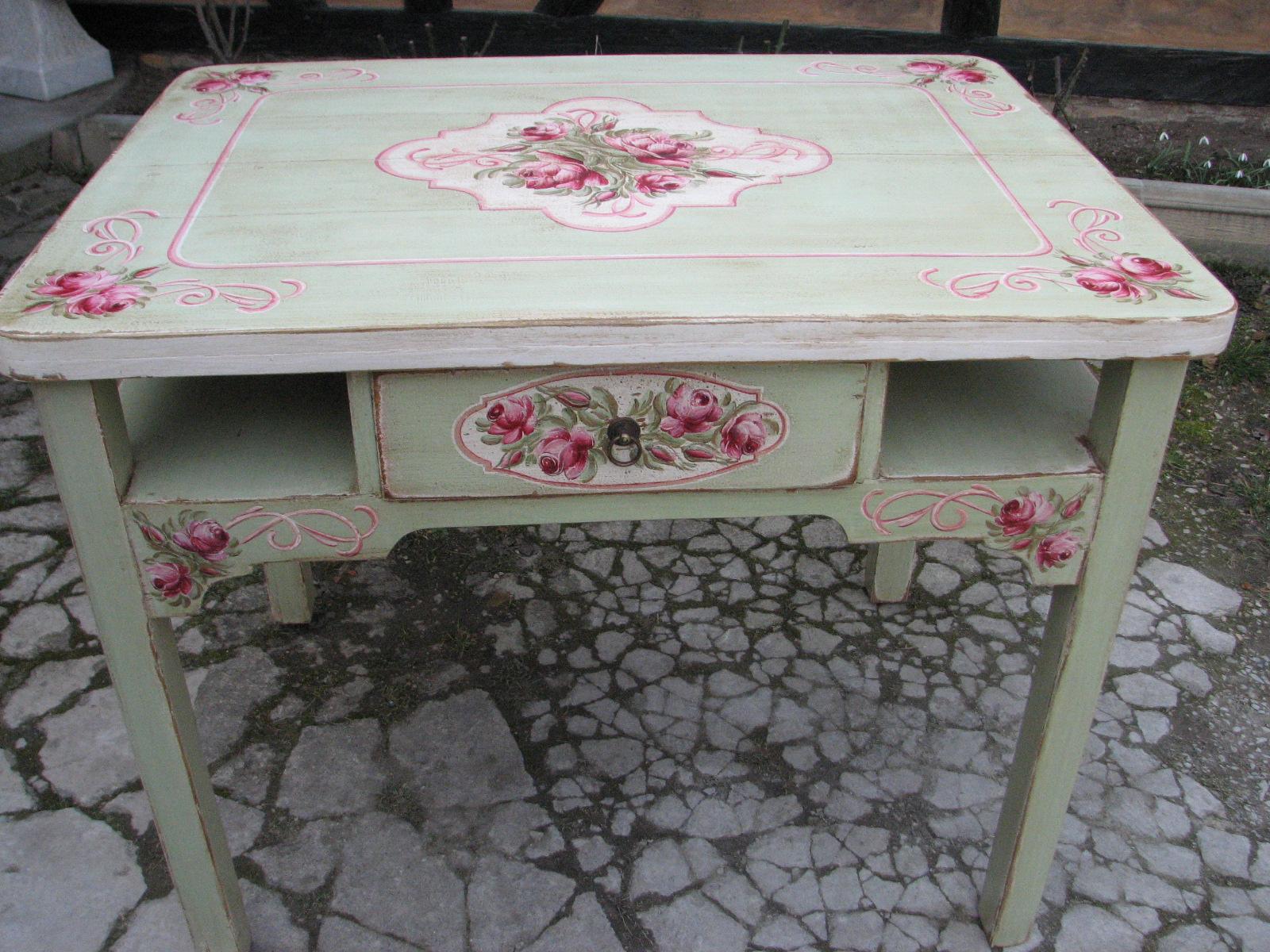 Malovaný selský jídelní stůl se židlí v romantické zelené barvě s motivem růží 3