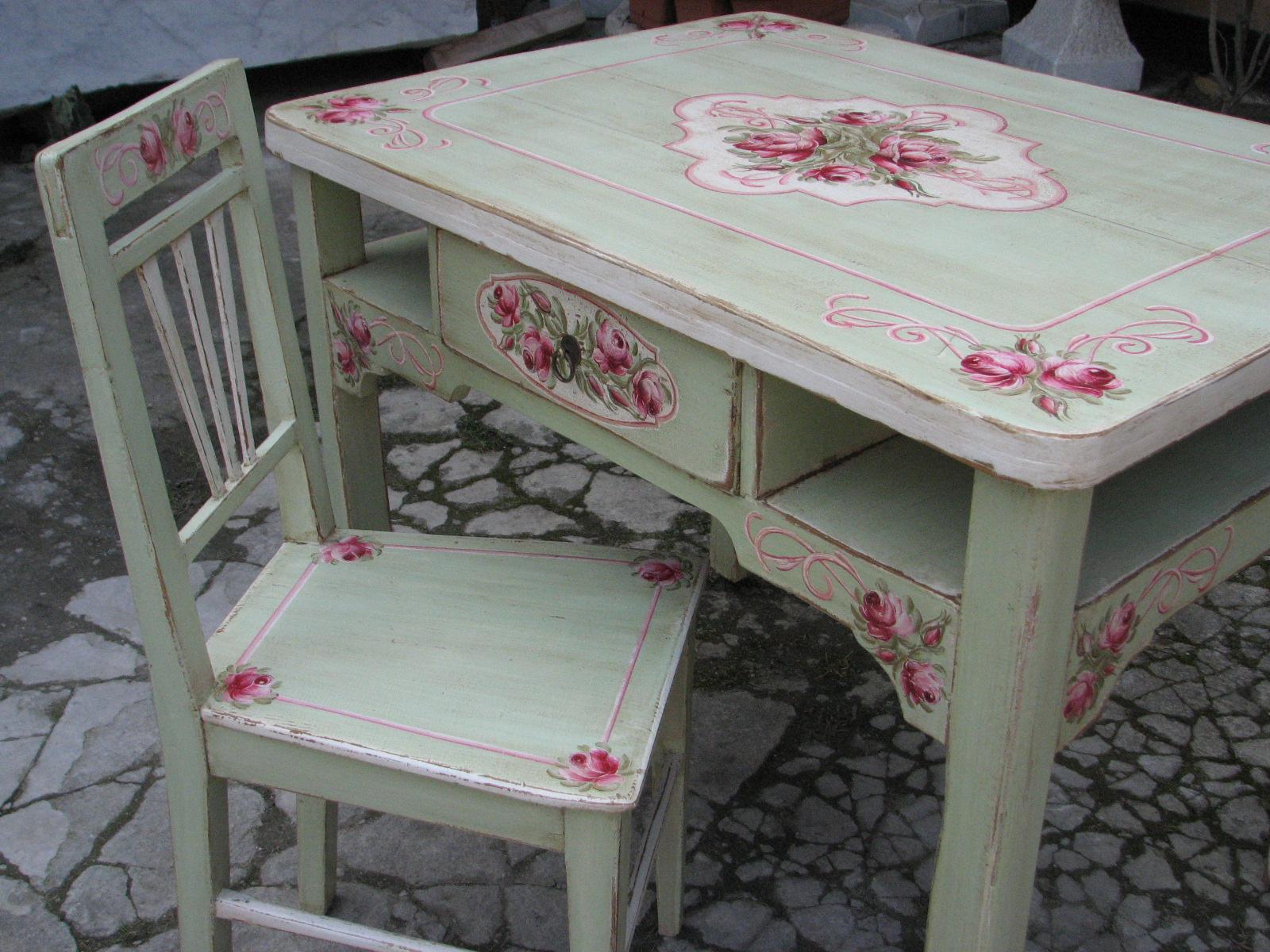 Malovaný selský jídelní stůl se židlí v romantické zelené barvě s motivem růží 6