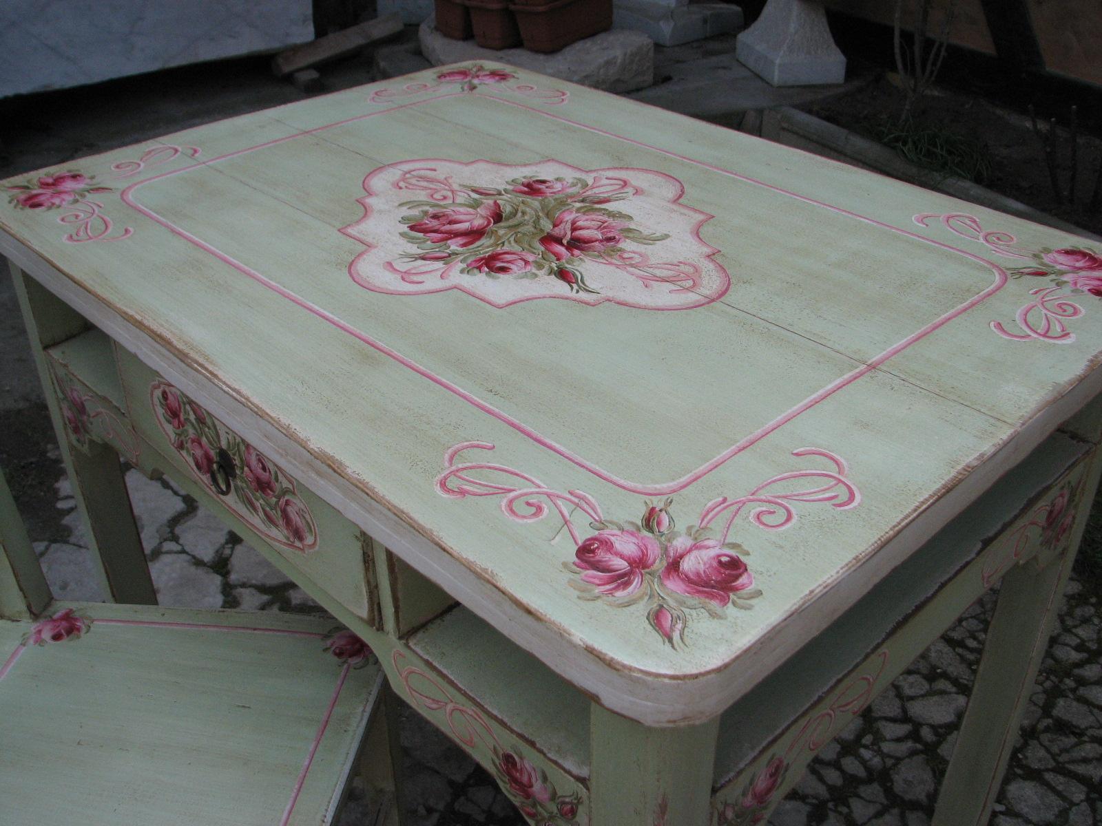Malovaný selský jídelní stůl se židlí v romantické zelené barvě s motivem růží 8