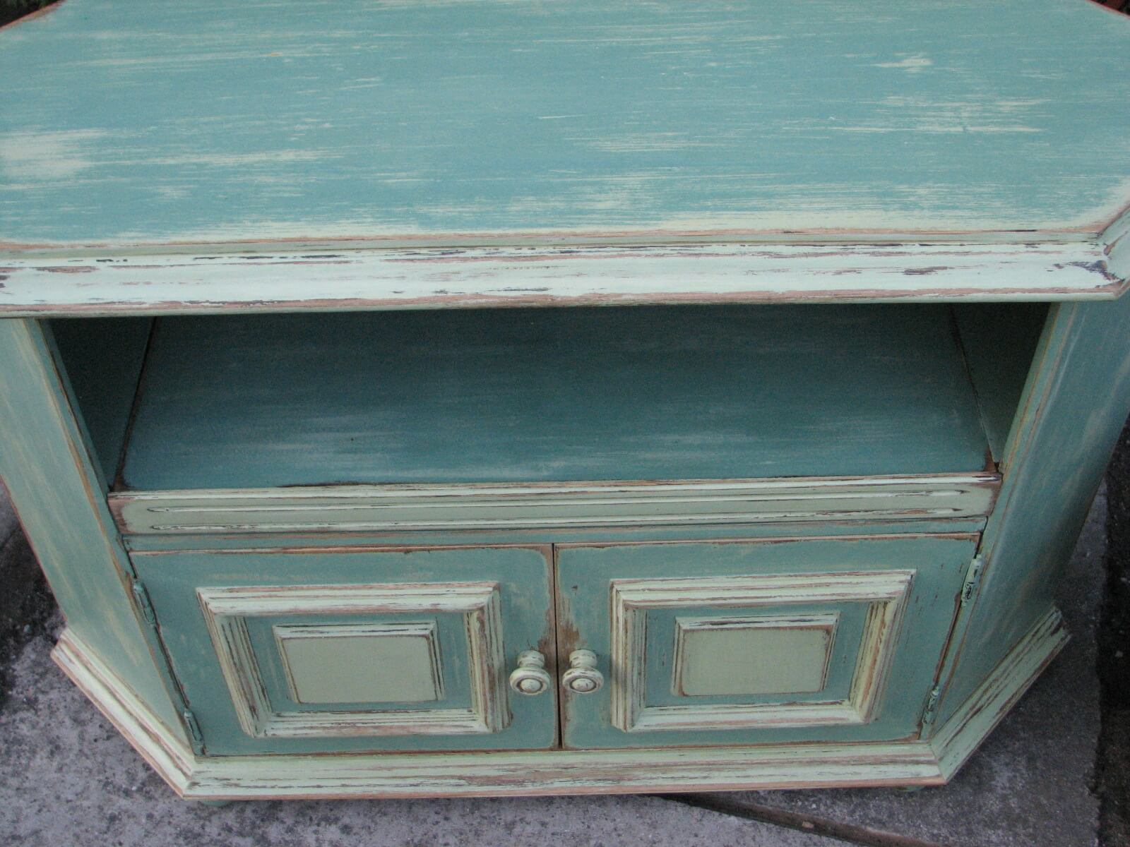 Rohová malovaná skříňka - na televizi 3