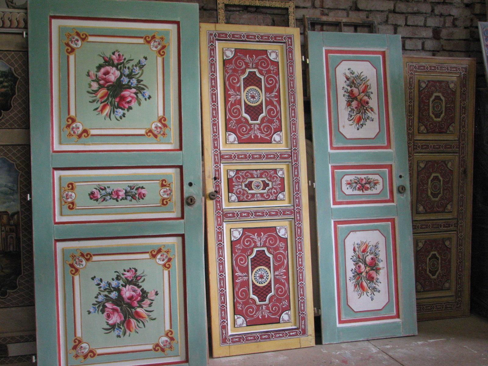 Selské dveře na chalupu s ruční oboustrannou malbou květin a ornamentů