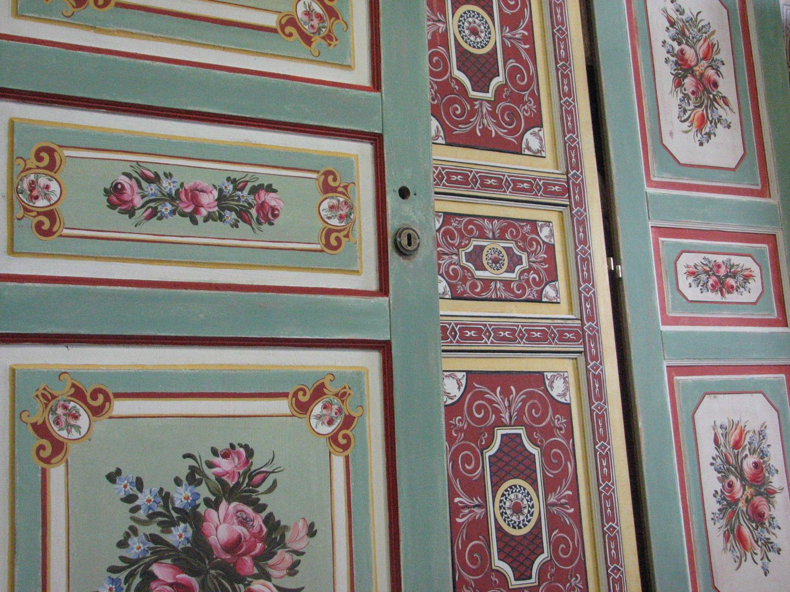Selské dveře na chalupu s ruční oboustrannou malbou květin a ornamentů 2