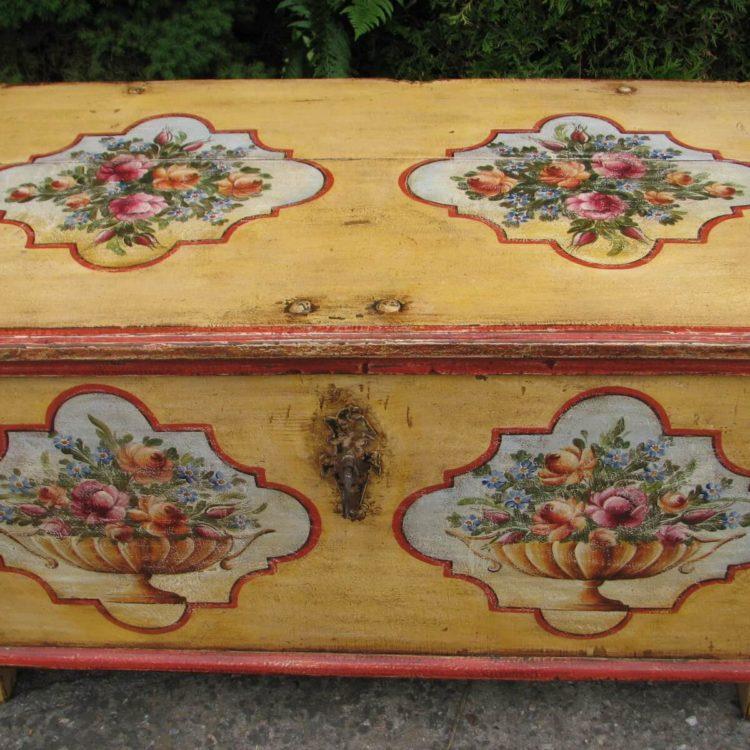 Malovaná selská truhla Pozdrav od sluníčka s patinou 2