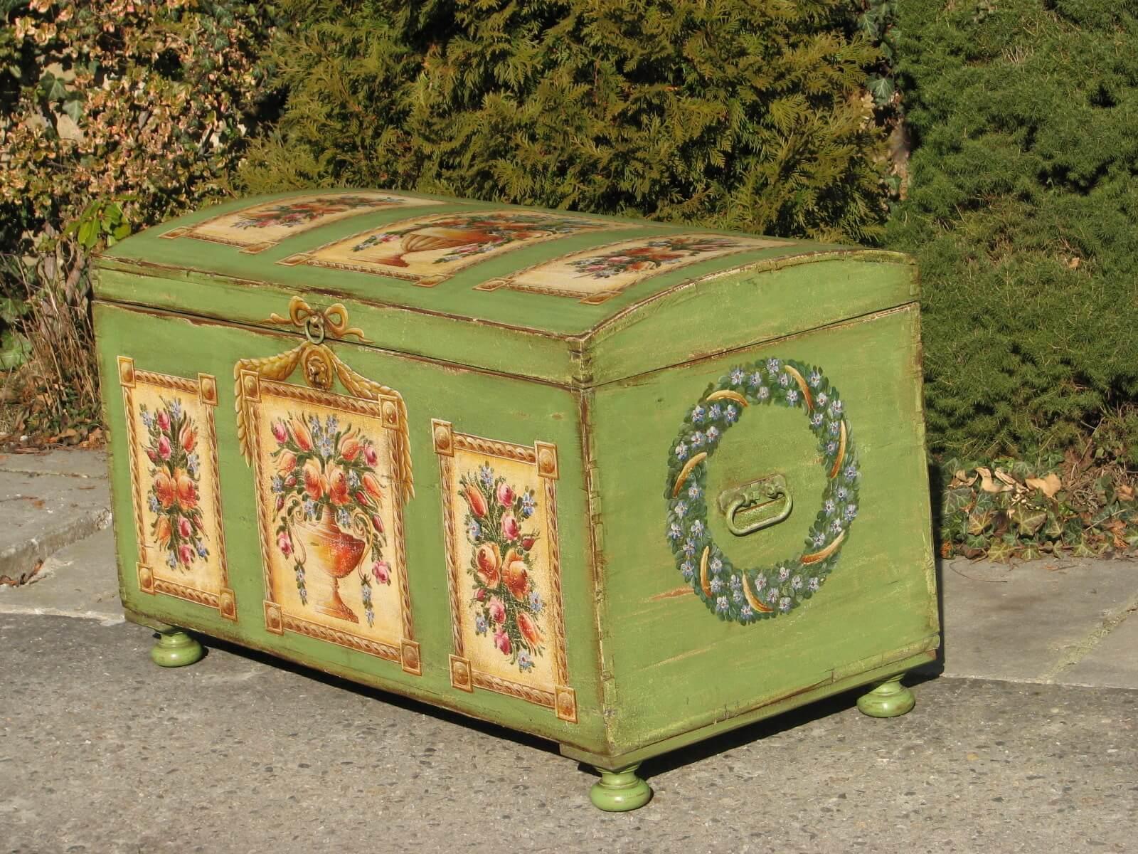 Selská malovaná truhla zelená 4