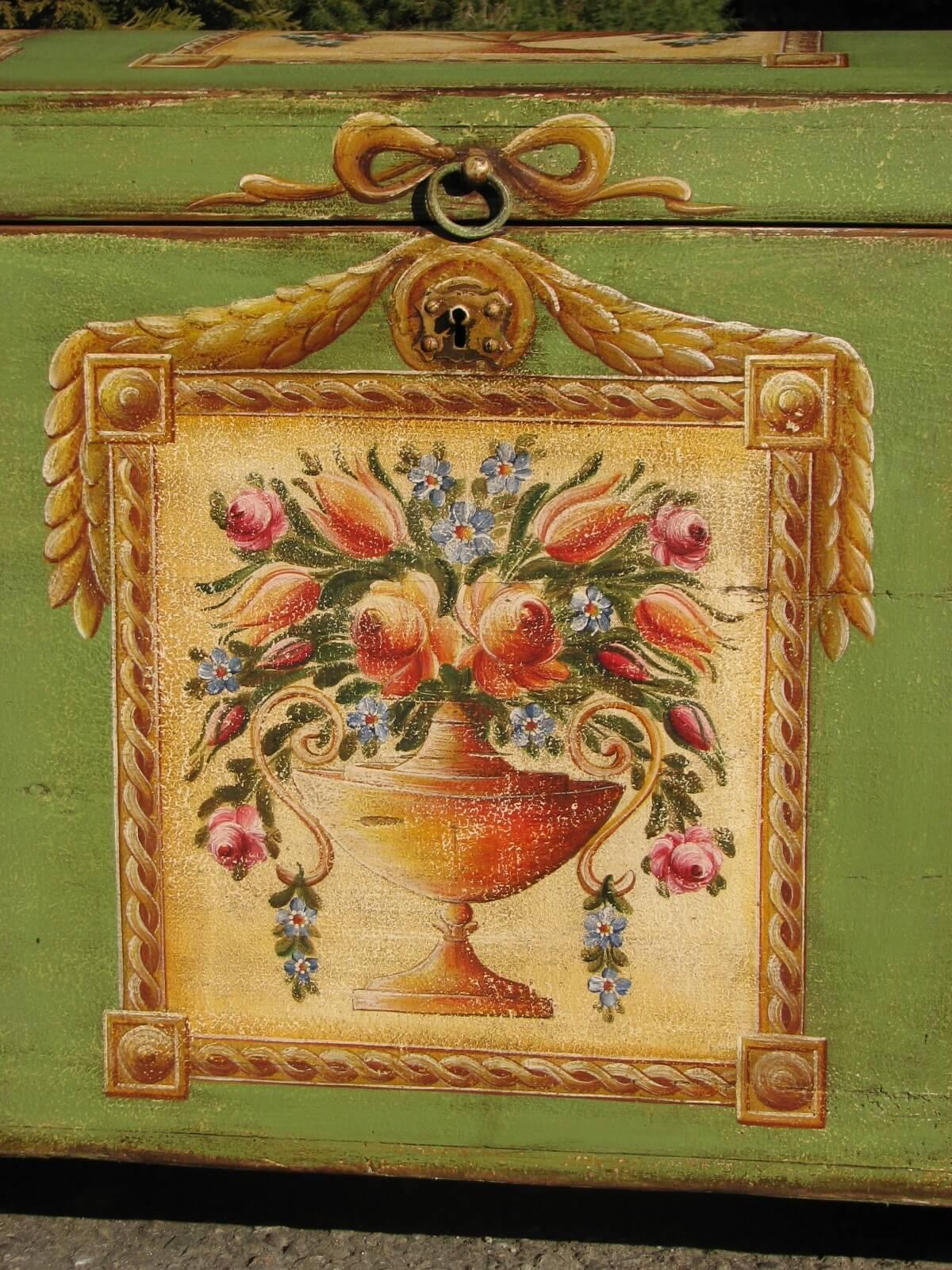 Selská malovaná truhla zelená detail 2